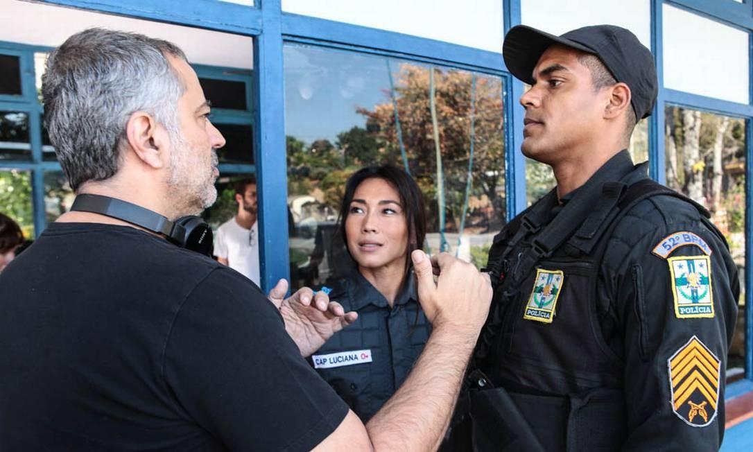 Heitor Dhalia dirige Daniele Suzuki e Marcelo Mello Jr. Foto: Carlos Fofinho / Divulgação