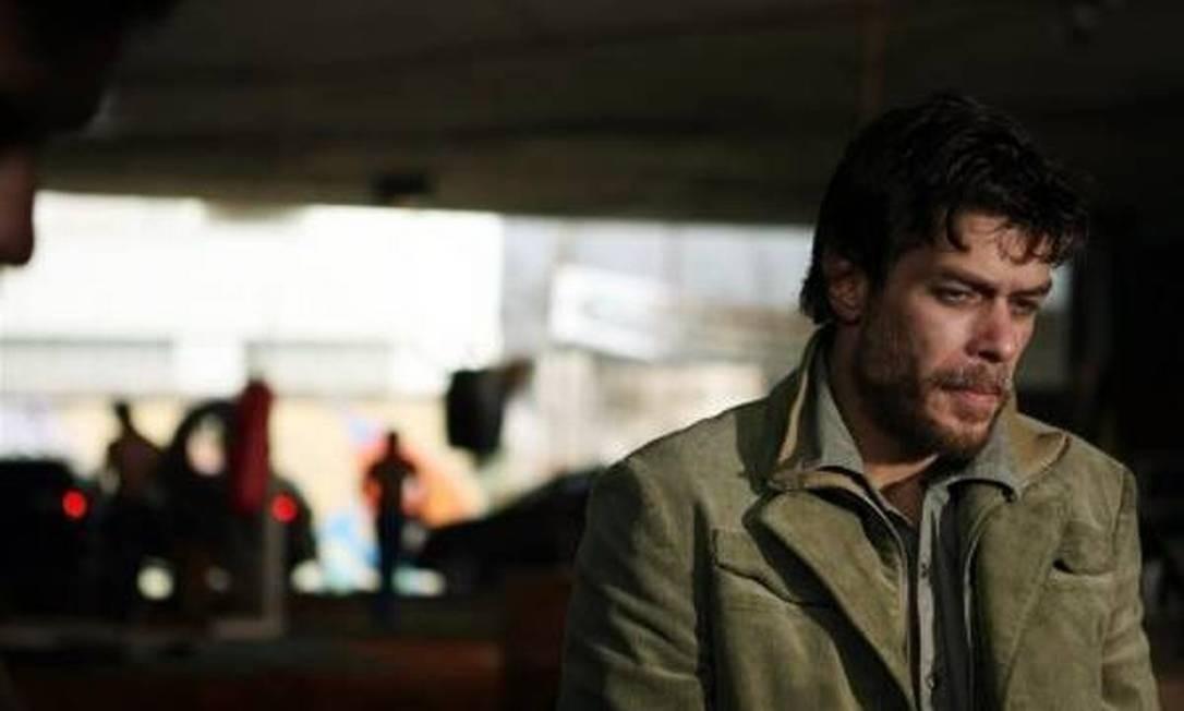 """No cinema, em """"Bellini e o demônio"""" (2008), de Marcelo Galvão, baseado no livro homônimo de Tony Bellotto. Por este trabalho, Fábio ganhou o prêmio de melhor ator no festival de Cinema Brasileiro de Los Angeles Foto: Divulgação"""