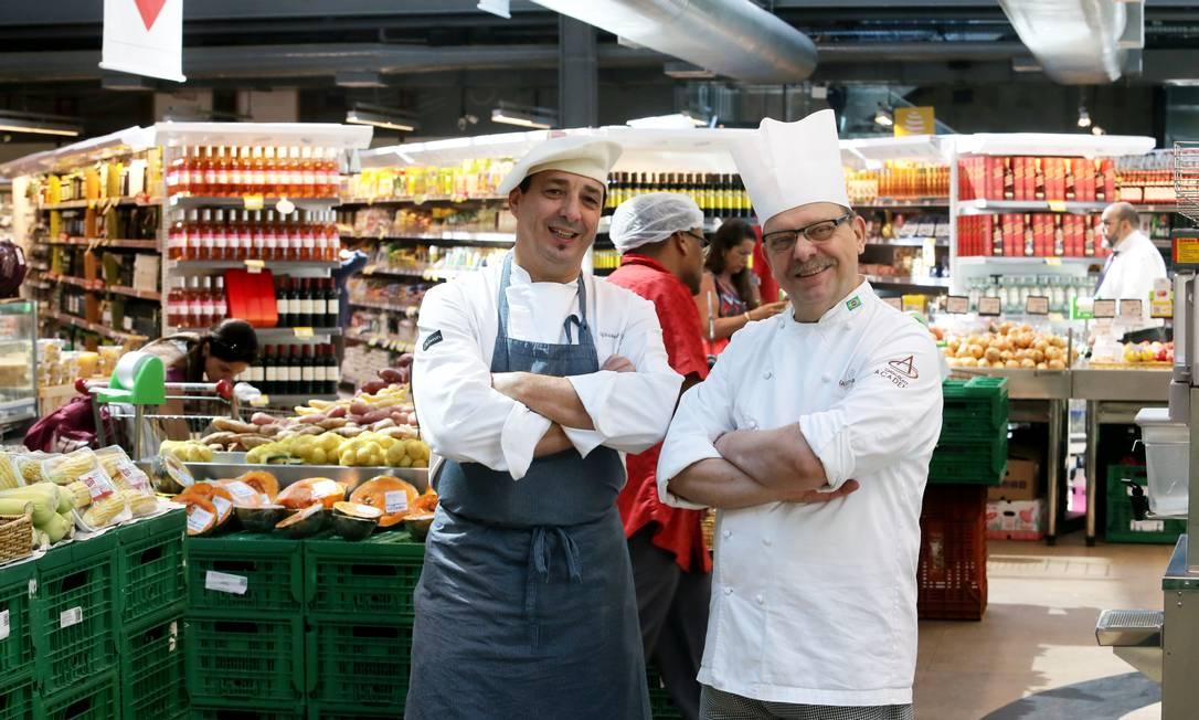 Os chefs Chistophe Lidy e Dominique Guerin são experts do Zona Sul Foto: Agência O Globo / Guilherme Pinto