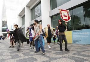 Oficina de teatro com participação de moradores de rua na Biblioteca Parque Estadual Foto: Fabio Rossi / Agência O Globo