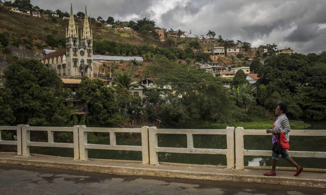 A Igreja de Nossa Senhora do Bonsucesso, de estilo gótico, conta com um padre exorcista, e é atração da cidade Foto: Guito Moreto / Agência O Globo