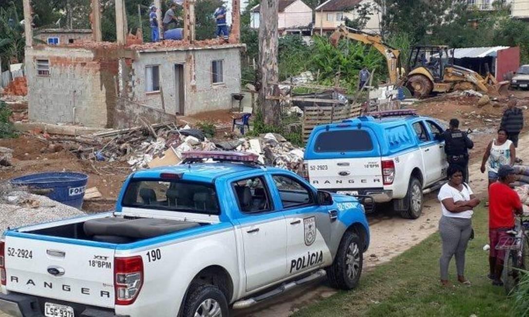 PM fez operação para demolir construções da milícia na Colônia Juliano Moreira Foto: Divulgação