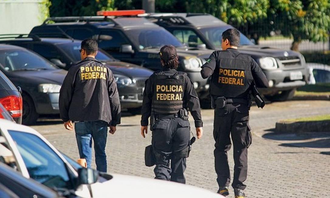 Polícia Federal durante operação Foto: Aloisio Mauricio/Agência Fotoarena/Agência O Globo