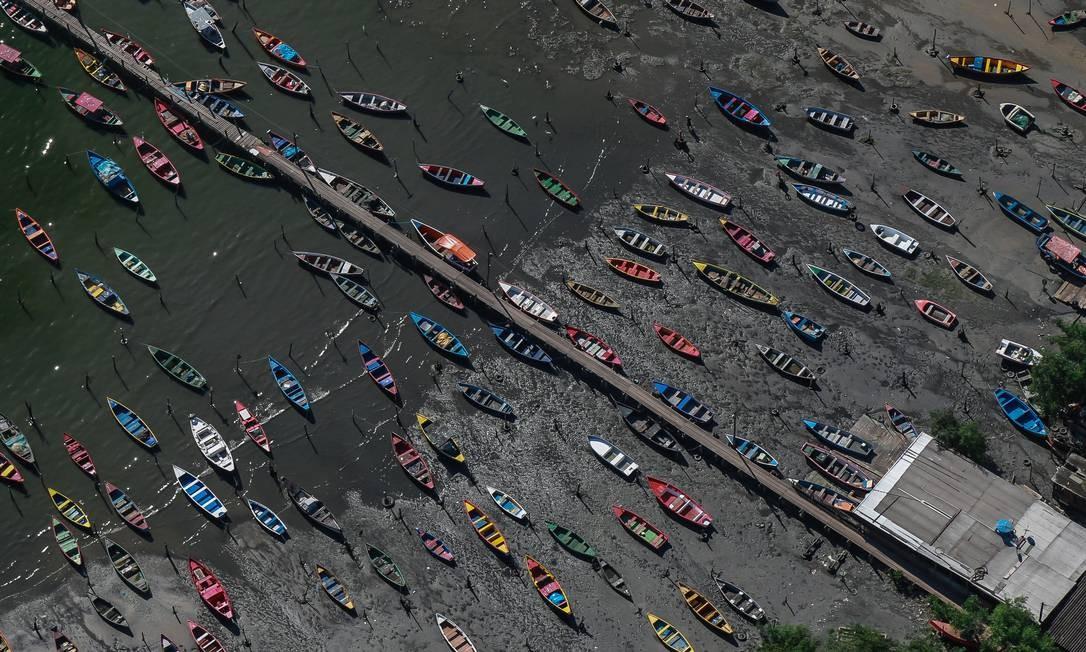 Poluição na Baía de Guanabara, contaminação dos rios que deságuam na Baía, navios abandonados e lixões clandestinos na região de Gramacho, Duque de Caxias - 03/11/2018 Foto: Marcelo Régua / Agência O Globo