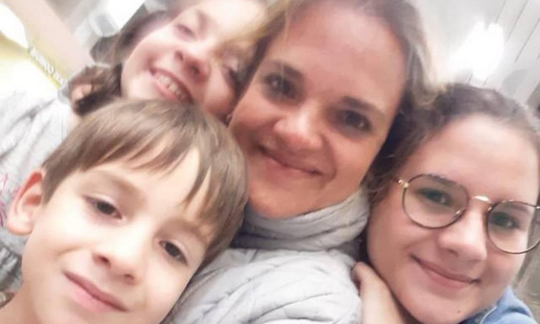 A venezuelana Ninoska Cariño com seus três filhos no Rio Foto: Arquivo pessoal