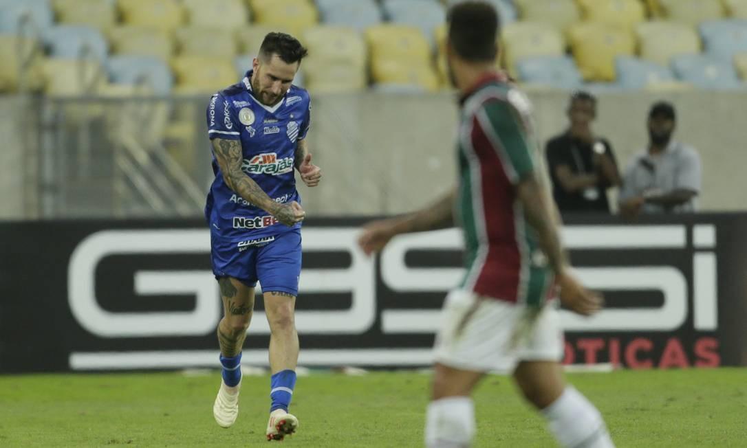 CSA e Fluminense, que se enfrentaram no domingo, já têm patrocínio de sites de apostas na camisa Foto: Antonio Scorza / Agência O Globo