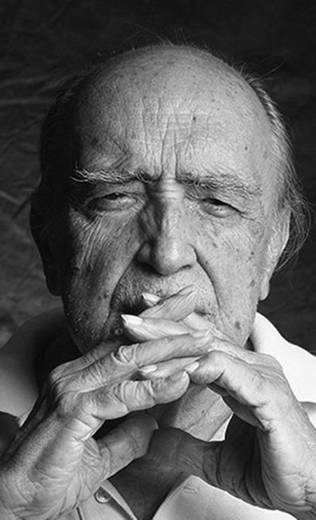 O arquiteto Oscar Niemeyer fotografado por Nana Moraes Foto: Nana Moraes