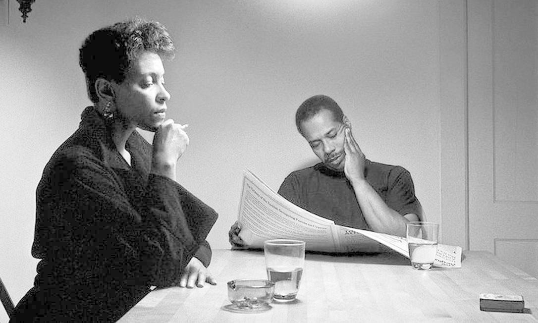 A artista Carrie Mae Weems discute relações dos afro-americanos em sua fotografia Foto: Carrie Mae Weems