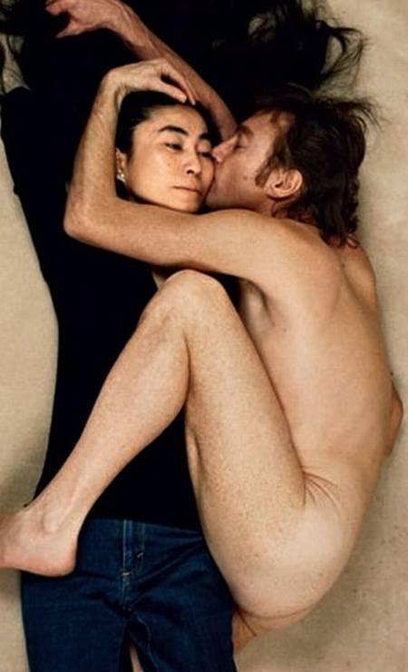 """John Lennon e Yoko Ono foram fotografados por Annie Leibovitz para a revista """"Rolling Stone"""" Foto: Annie Leibovitz"""