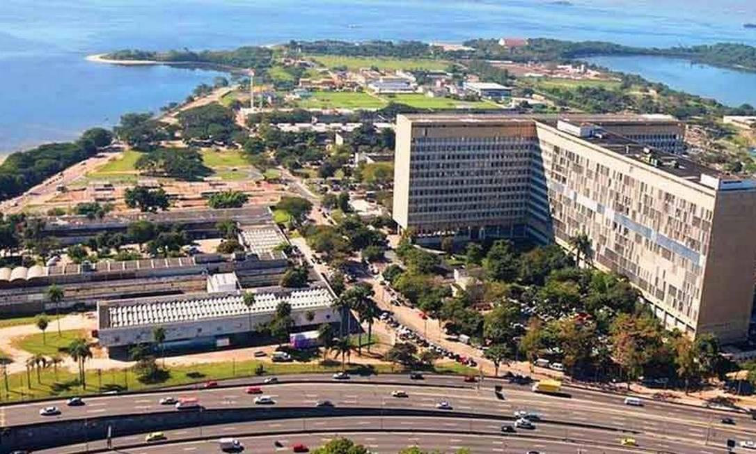 Campus da UFRJ na Ilha do Fundão: maior federal do país pode perder mais orçamento com plano do MEC Foto: Reprodução