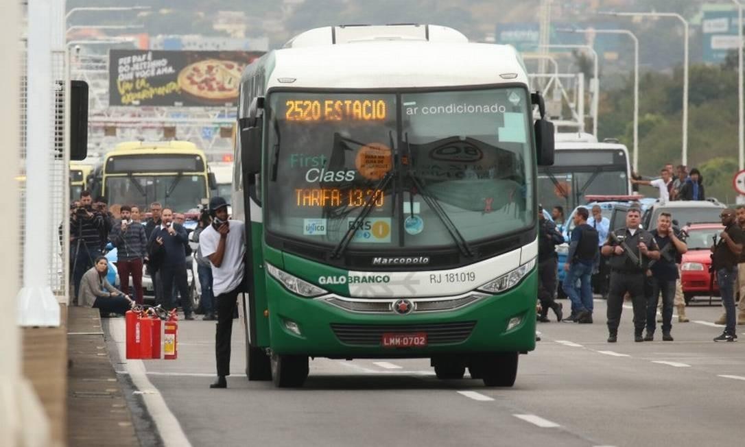 O sequestrador foi identificado como Willian Augusto da Silva, de 20 anos Foto: Fabiano Rocha / Agência O Globo