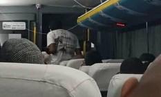 Imagem divulgada nas redes sociais e atribuída a interior de ônibus sequestrado Foto: Agência O Globo