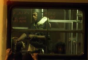 Sequestro de ônibus com reféns no Jardim Botânico em 2000 aterrorizou a cidade Foto: Custódio Coimbra / Agência O Globo