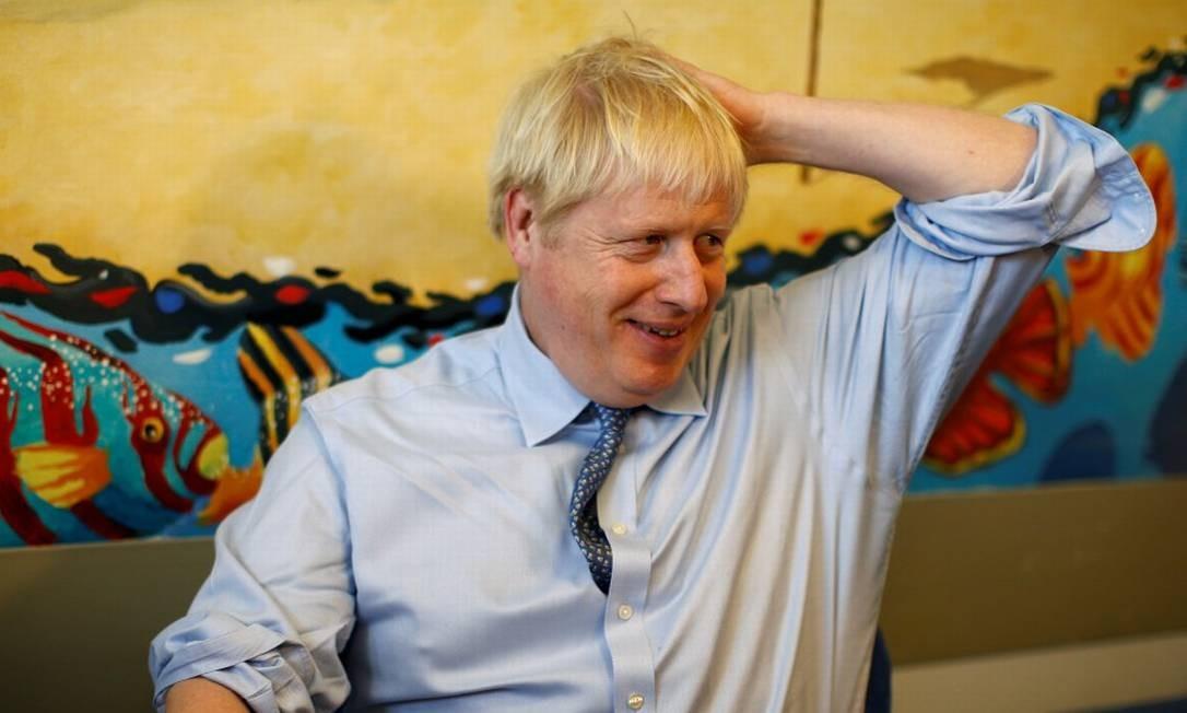 Premier Boris Johnson durante visita a hospital no Reino Unido Foto: PETER NICHOLLS / REUTERS