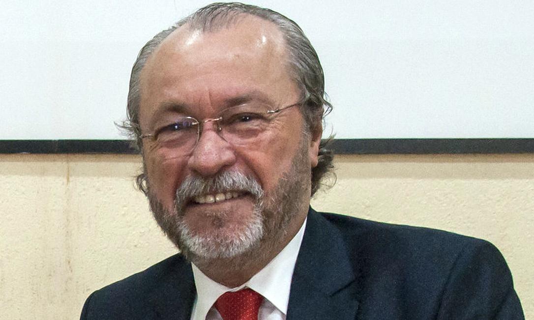 Cândido Albuquerque é advogado e docente da UFC desde 1991 Foto: Viktor Braga/UFC