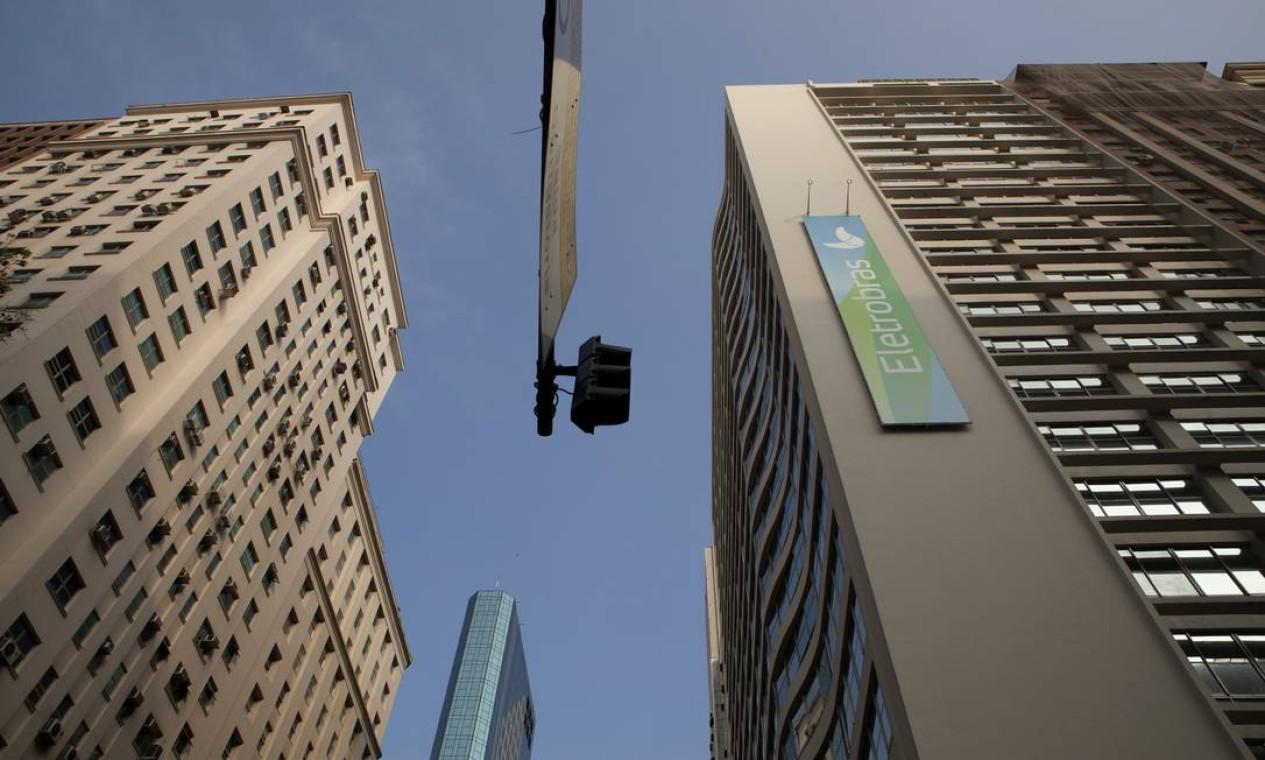 ELETROBRAS - Líder em geração e transmissão de energia elétrica no Brasil, é a maior companhia do setor elétrico da América Latina. No segundo trimestre do ano, registrou lucro líquido de R$ 5,5 bilhões, resultado 305% superior a igual período do ano passado Foto: Nadia Sussman / Bloomberg