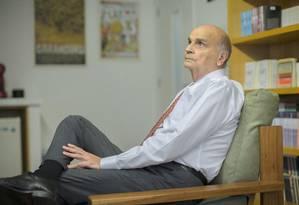 Drauzio Varella em seu consultório: 'Não quero me aposentar' Foto: Edilson Dantas / Agência O Globo