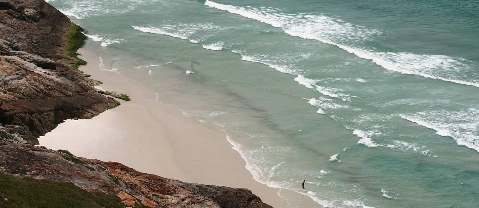 Praia Brava, em Arraial do Cabo, na Região dos Lagos Foto: Marco Antônio Cavalcanti / Agência O Globo