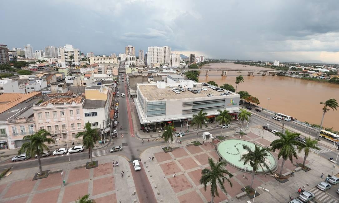 Vista aérea da Praça São Salvador, no centro de Campos dos Goytacazes, parte da região turística da Costa Doce Foto: Cléber Mendes / Agência O Globo