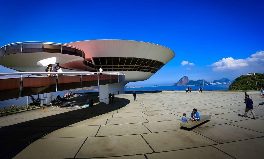 O Museu de Arte Contemporânea (MAC) de Niterói: a cidade, ao lado do Rio, faz parte da área turística da Região Metropolitana Foto: Roberto Moreyra / Agência O Globo