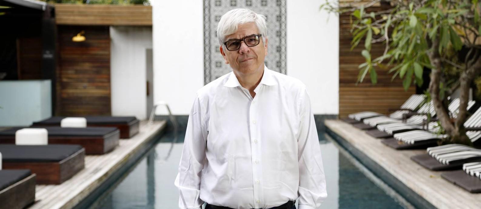 Produtividade baixa. Paul Romer no hotel em que estava hospedado, em Santa Teresa: segundo o economista, o mundo vive níveis incomuns de alta incerteza e baixo investimento Foto: Agência O Globo