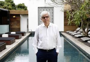Paul Romer, Nobel de Economia de 2018, no hotel em que estava hospedado, em Santa Teresa: segundo o economista, o mundo vive níveis incomuns de alta incerteza e baixo investimento Foto: Agência O Globo