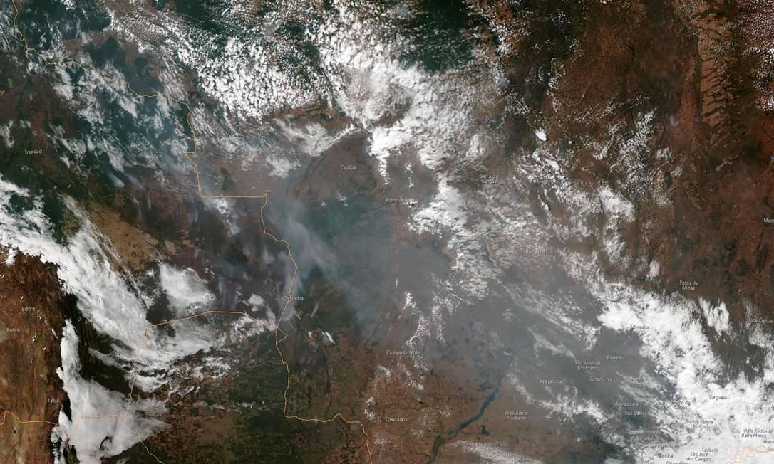 Imagem de satélite obtida em 21 de agosto de 2019, cortesia da Administração Nacional Oceânica e Atmosférica (NOAA), mostra a fumaça de vários incêndios nos estados brasileiros do Amazonas (topo, esquerda), Pará (topo, esquerda), Mato Grosso (fundo direita) e Rondônia (parte inferior) chamas. Foto: HO / AFP