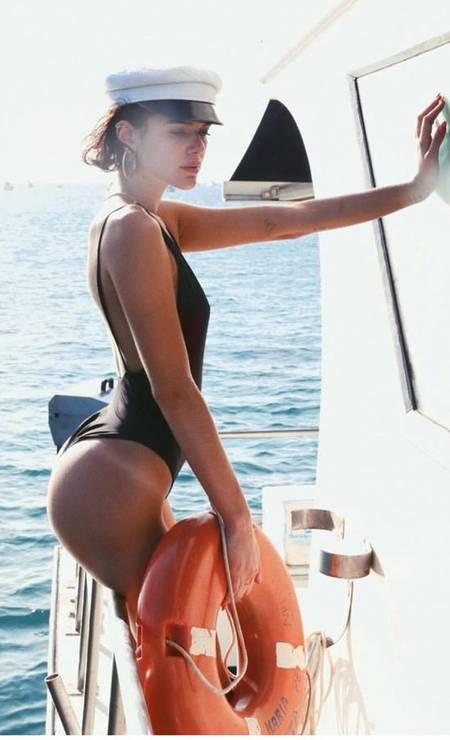 Bruna Marquezine entrou na tendência da marquinha. Confira as outras celebridades que apostam no detalhe Foto: Reprodução/ Instagram