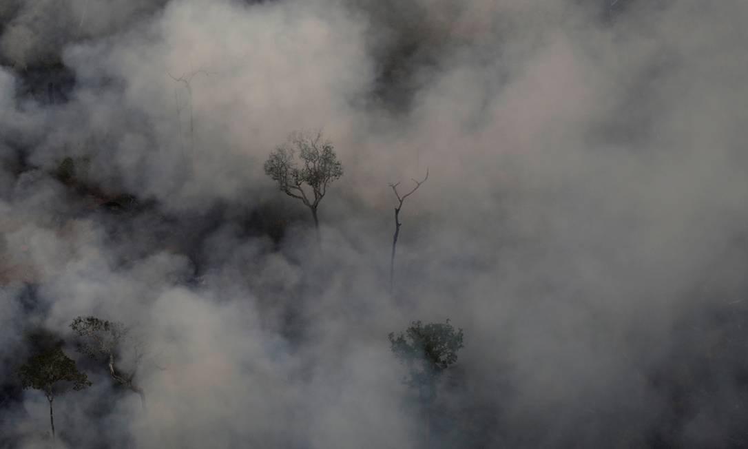 A Floresta quase desaparece com a fumaça das queimadas em área de floresta no entorno de Porto Velho (RO). O número de queimadas aumentou 82% em relação ao mesmo período de 2018, de janeiro a 18 de agosto Foto: UESLEI MARCELINO / REUTERS