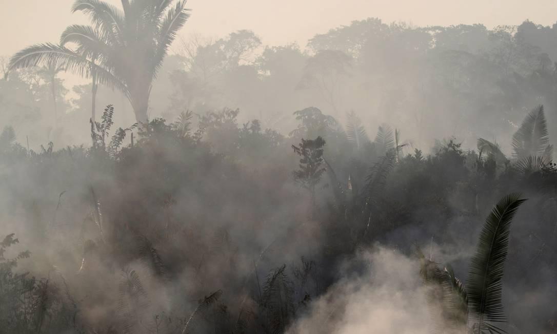 A floresta encoberta pela fumaça das queimadas perto da cidade de Humaitá, no estado do Amazonas, tirada em 14 de agosto de 201 Foto: UESLEI MARCELINO / REUTERS