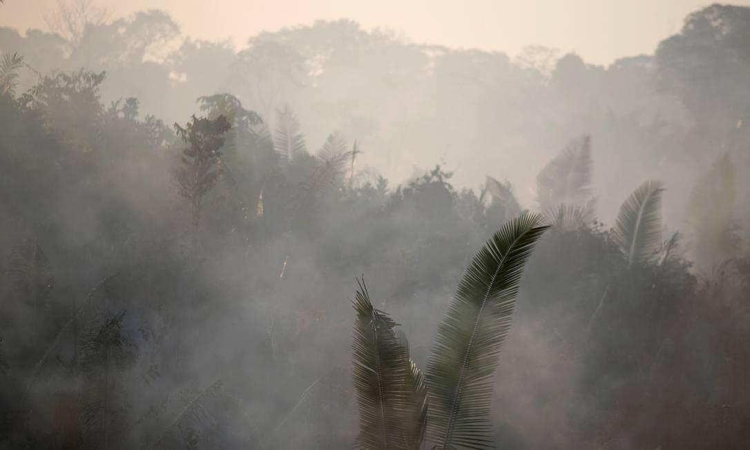 Fumaça gerada por incêndio em uma área da floresta amazônica perto de Humaitá, Estado do Amazonas, em 14 de agosto de 2019 Foto: UESLEI MARCELINO / REUTERS