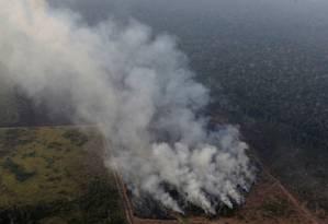 Incêndio em área da Amazônia próxima a Porto Velho, em Rondônia Foto: UESLEI MARCELINO / REUTERS
