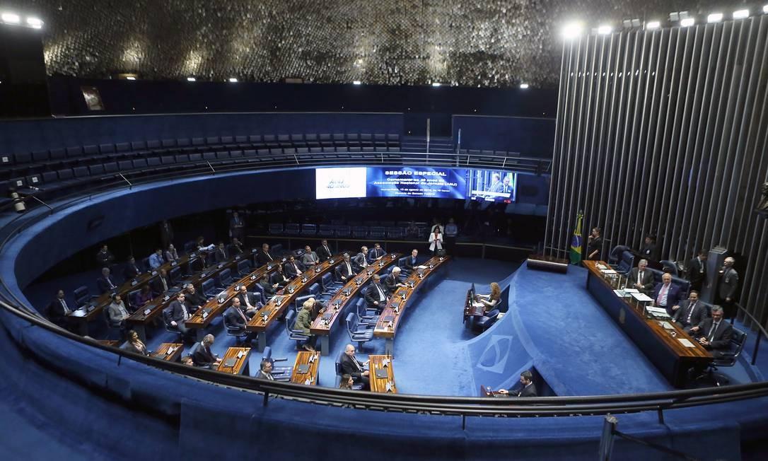 A coleta de assinaturas foi liderada por senadores eleitos em 2018 com o discurso de combate à corrupção Foto: Jorge William / Agência O Globo