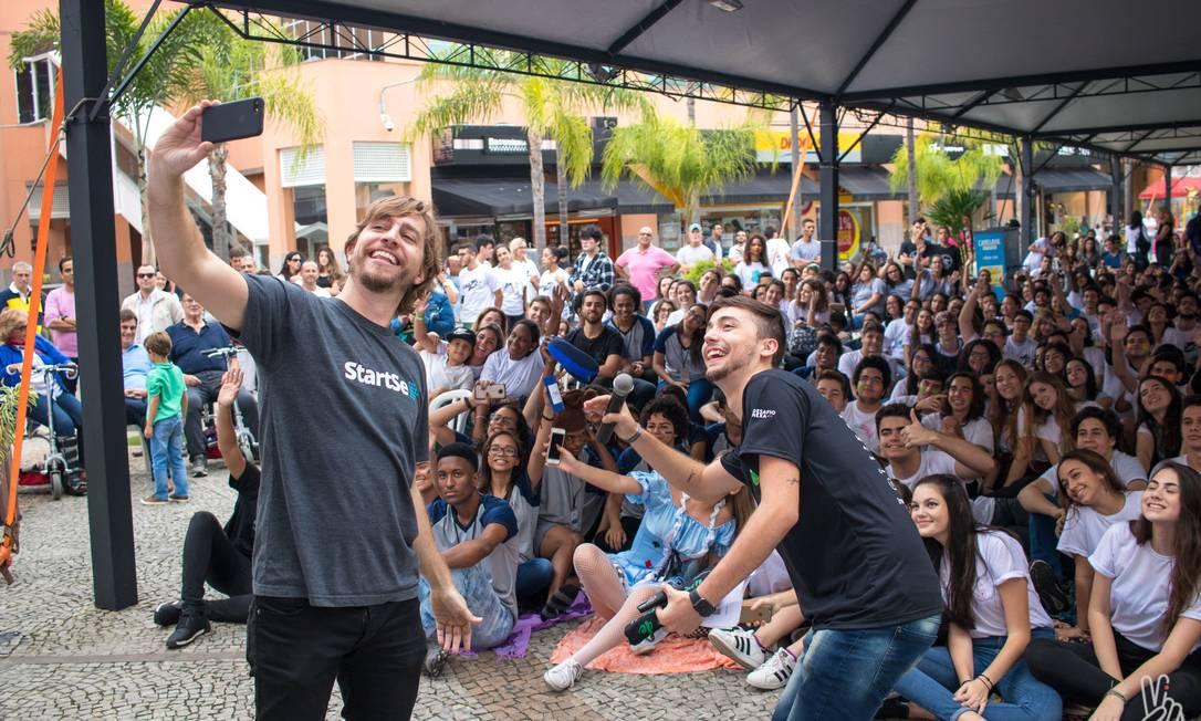 Voluntários e alunos no evento do ano passado da Junior Achievement no Downtown Foto: Divulgação/Adriano Ishibashi