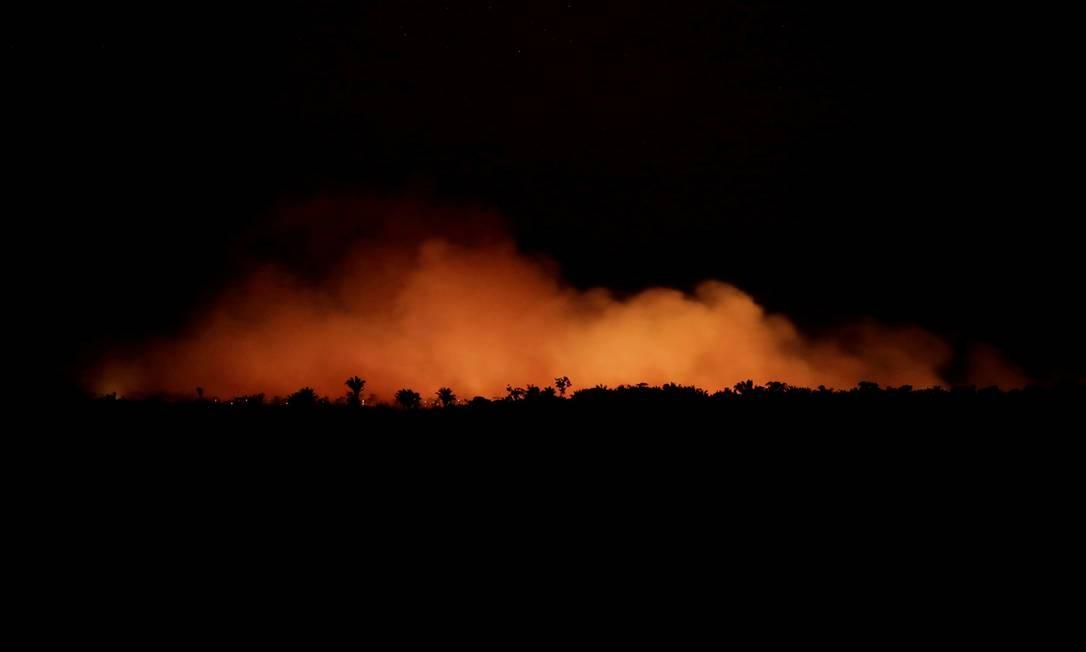 Fogo consome a Floresta Amazônica em Humaitá, Amazonas: o estado registrou um aumento de 151% de queimadas de janeiro a agosto do mesmo período de 2018 Foto: Ueslei Marcelino / REUTERS