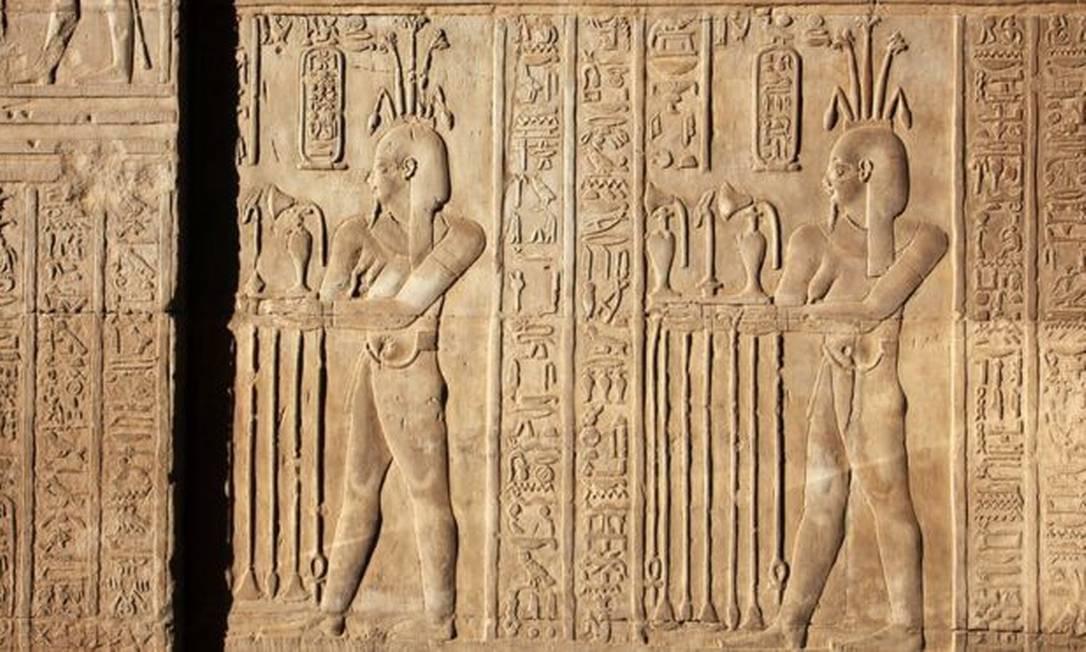 Hieróglifos representam a confecção de perfume em Com Ombo, a algumas centenas de quilômetros de Tmuis; perfumes com mirra eram celebrados no Egito Antigo Foto: Getty Images