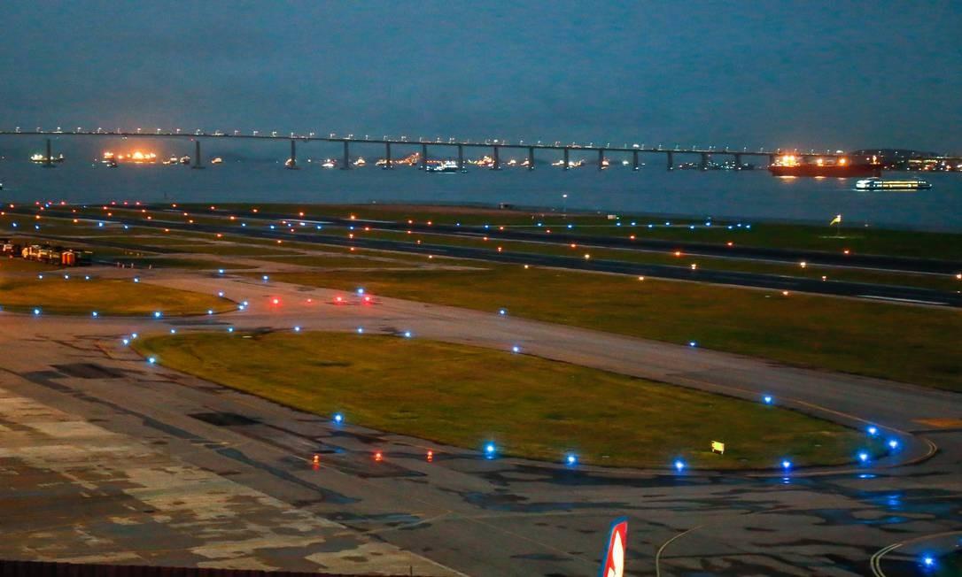 Aeroporto Santos Dumont se prepara para reforma da pista após 10 anos sem obras Foto: Marcelo Regua / Agência O Globo