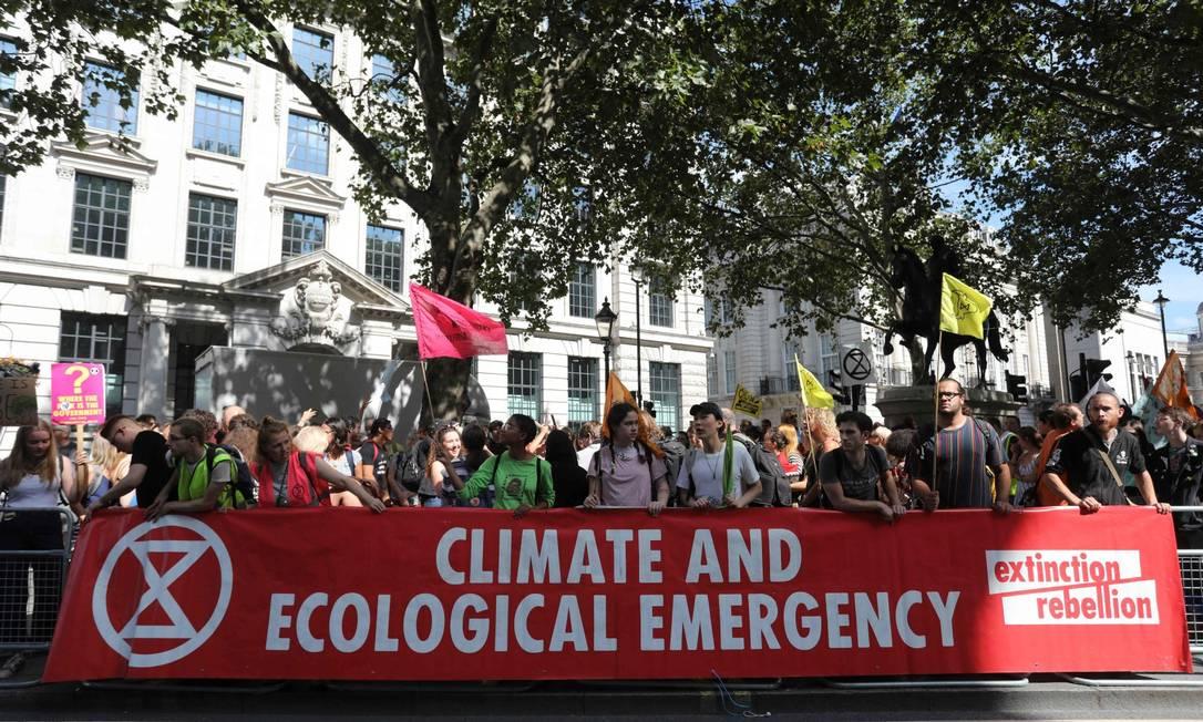 Protesto em frente à embaixada brasileira em Londres Foto: ISABEL INFANTES / AFP