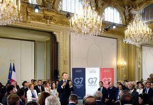 Macron discursa diante de líderes empresariais sobre ambiente e desigualdade, em encontro prévio à cúpula Foto: Michel Splinger / REUTERS/Pool