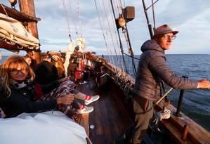 Construído em 1926, o veleiro histórico Hoppet é a mais antiga embarcação do tipo a navegar na Estônia, e faz passeios a partir do porto de Kuressaare Foto: Ints Kalnins / Reuters