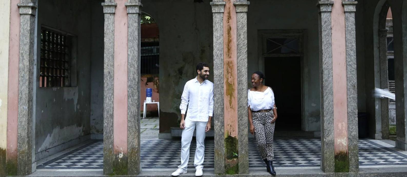 Bernardo Mosqueira e Keyna Eleison, curadores do Manjar 'Para habitar liberdades' Foto: Agência O Globo