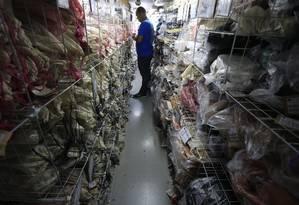 Estoque em jirau de loja no Plaza Shopping. Foto: Roberto Moreyra / Agência O Globo