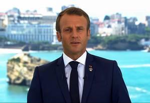Presidente francês Emmanuel Macron fala antes do início da reunião de cúpula do G7, que começa neste sábado, em Biarritz, na França Foto: AFP
