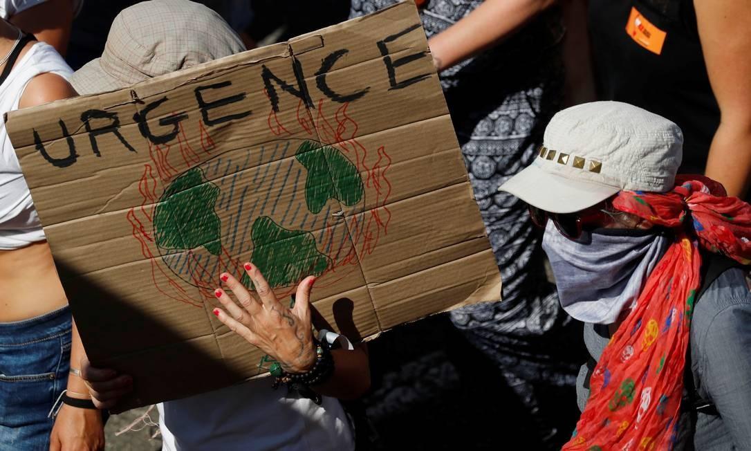 Protestos na França e na Espanha pedem atenção de membros do G7 para mudanças climáticas, em especial à situação das queimadas na Amazônia Foto: Stephane Mahe / Reuters