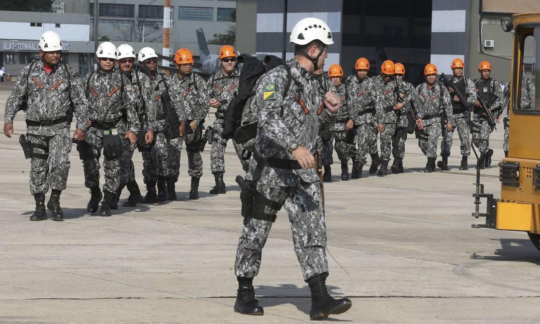 Segundo o Ministério da Defesa, 43 mil integrantes das Forças Armadas deverão atuar nas ações de combate aos incêndios Foto: Antonio Cruz/Agência Brasil / Agência O Globo
