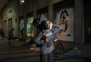Jorge Machado veio do Sul para trabalhar em Santa Teresa; hoje está sem emprego e dorme em frente à Defensoria Pública, onde virou