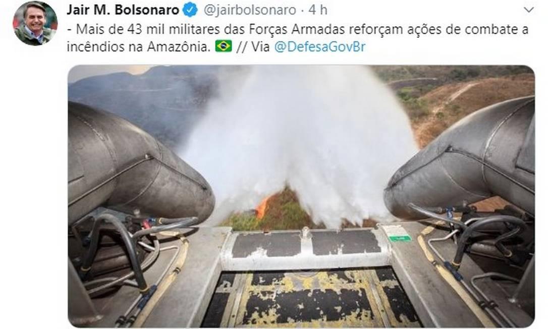 Jair Bolsonaro compartilhou imagem antiga, postada pelo Ministério da Defesa Foto: Reprodução/Twitter