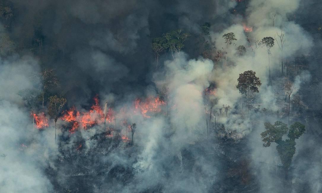 A floresta queimando na cidade de Candeias do Jamari, perto de Porto Velho (RO) - 24/08/2019 Foto: VICTOR MORIYAMA / AFP
