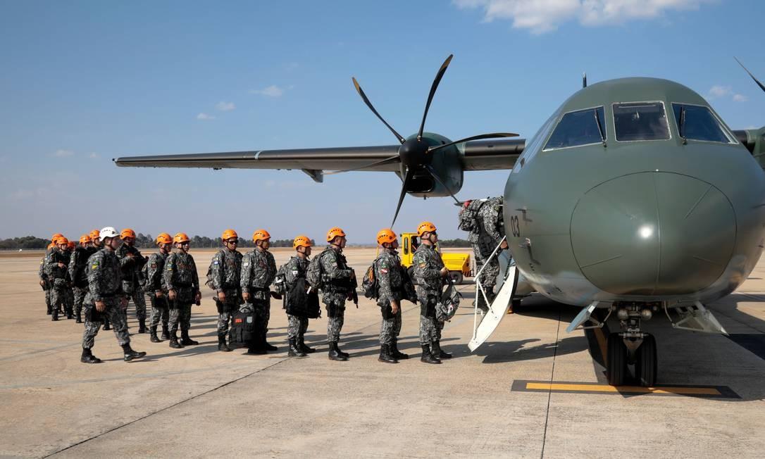 Embarque da Força Nacional, em Brasília, para combater os incêndios na Floresta Amazônica Foto: SERGIO LIMA / AFP