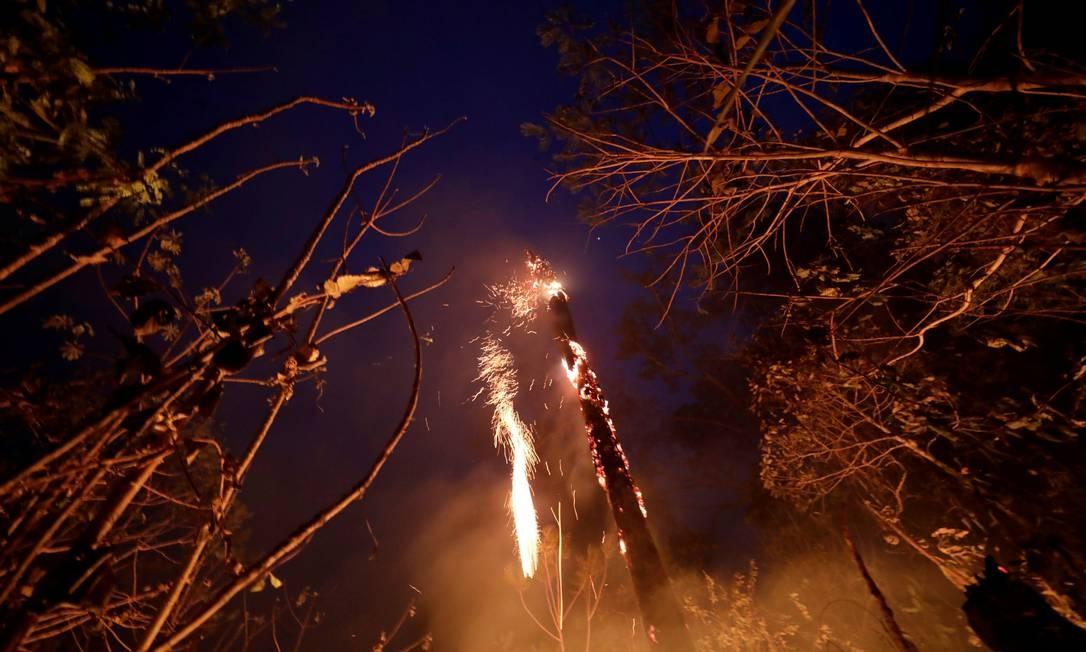 Trecho da selva amazônica pegando fogo em Porto Velho - 24/08/2019 Foto: UESLEI MARCELINO / REUTERS